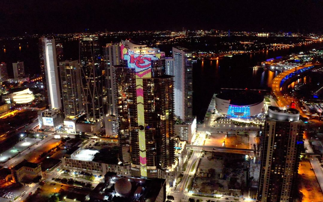 60-STORY PARAMOUNT MIAMI WORLDCENTER TOWER SHOWS OFF 700-FOOT LED LIGHTING SYSTEM FOR SUPER BOWL